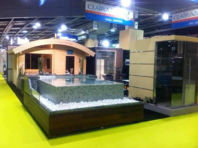 Stand spa horizon clair azur salon de la piscine et spa de for Stand salon